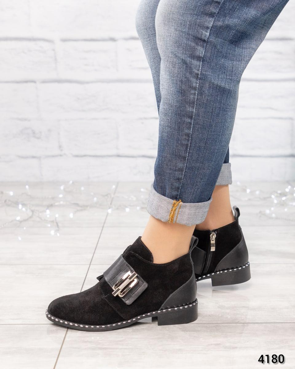 Ботинки  с металлическим декором на застежке- липучке замша