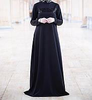 Трикотажное платье в пол с пайетками на груди