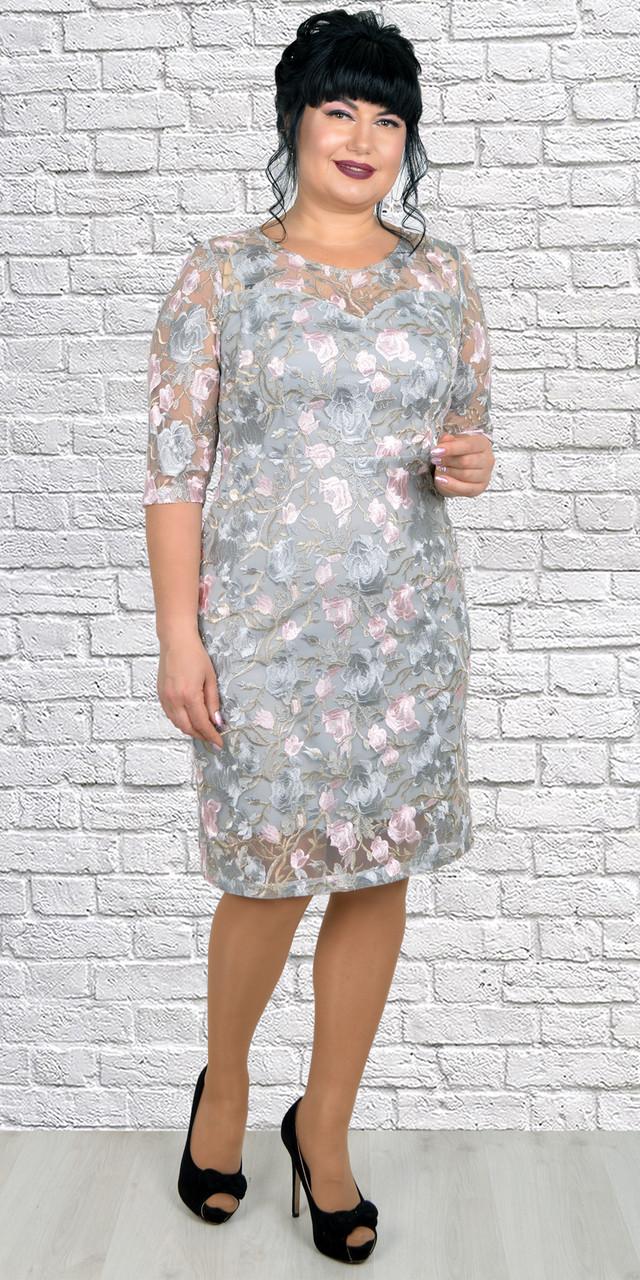 Пастельное женское платье с вышитыми розами 50-56