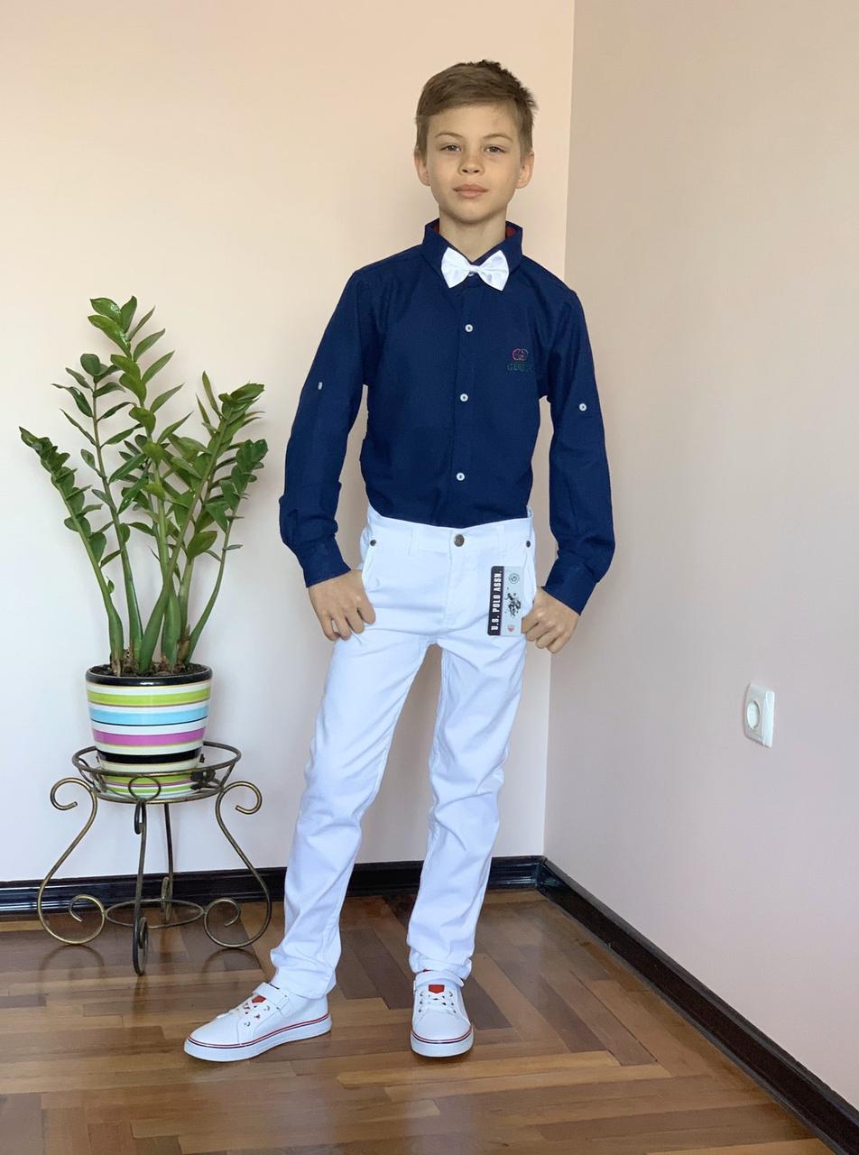 Нарядный костюм для мальчика 3,4 года: темно-синяя рубашка Gucci и белые брюки Polo