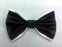 Бабочка черно-белого цвета