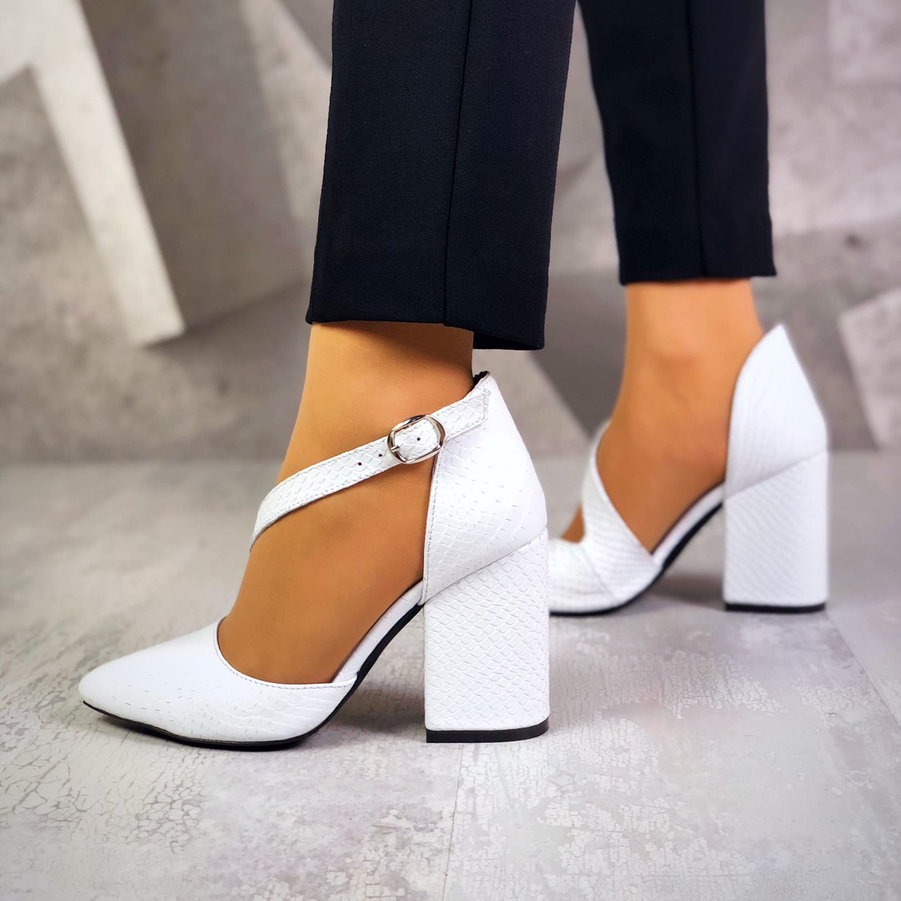 Классические кожаные туфли на каблуке 36-40 р белая рептилия