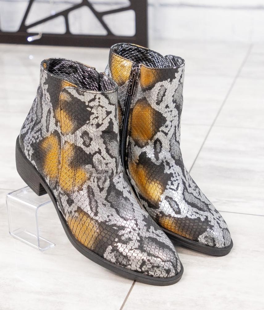 """Женские демисезонные кожаные ботинки с принтом """"под рептилию"""""""