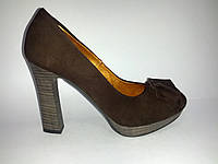 Замшевые женские коричневые стильные туфли на высоком каблуке 39р Vizzavi