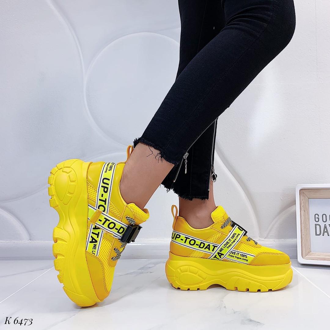 Желтые кроссовки на платформе