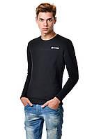 Хлопковая мужская футболка с длинным зауженным рукавом белая с оригинальной нашивкой
