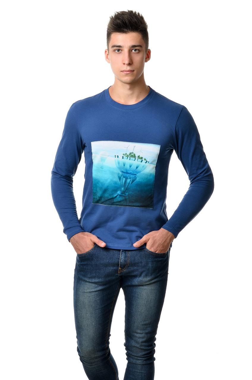 Бавовняна футболка чоловіча з довгим завуженим рукавом з интиресным принтом острова на грудях синя
