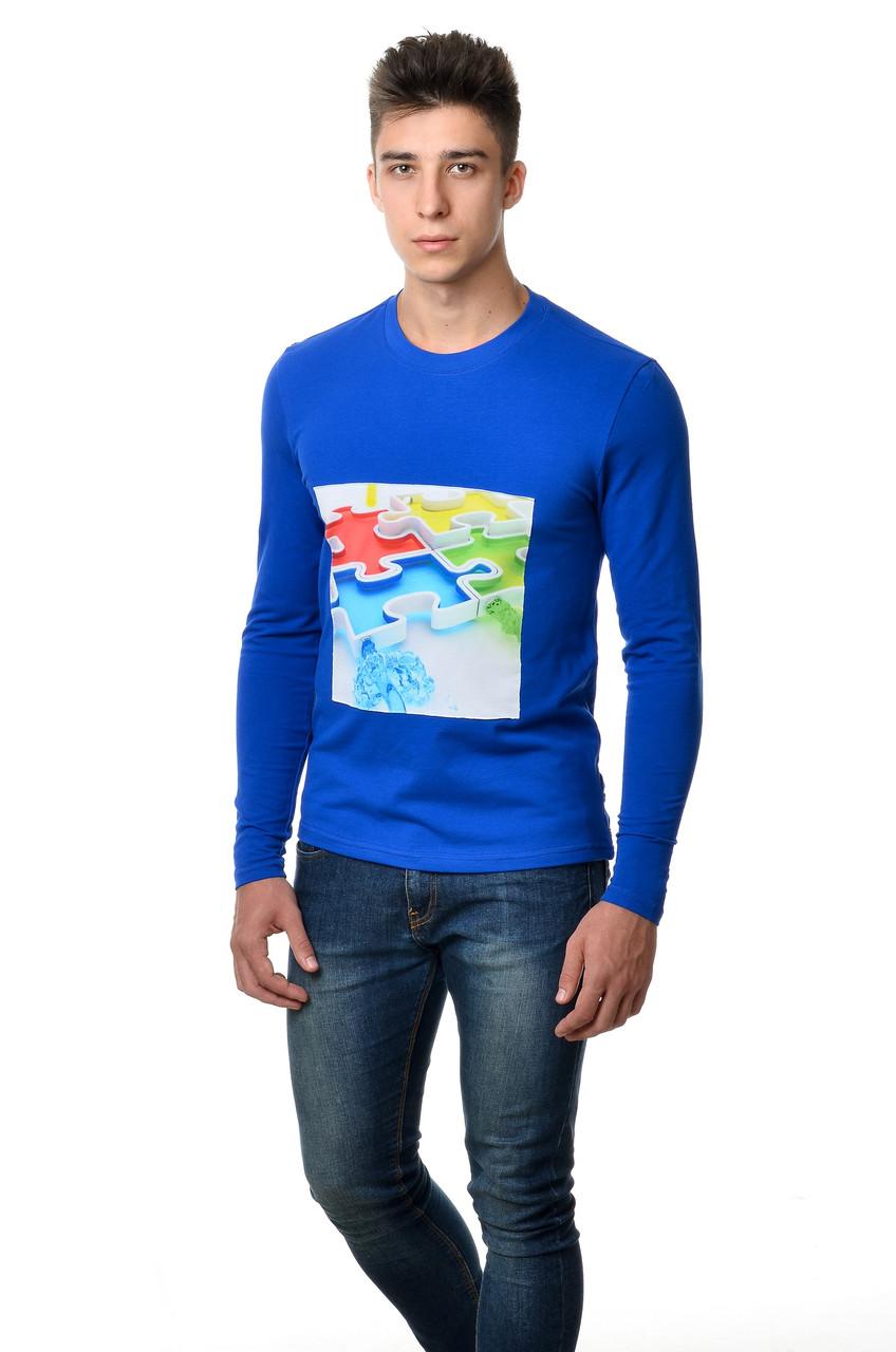 "Бавовняна футболка чоловіча з довгим завуженим рукавом з интиресным принтом ""пазл"" на грудях кольору електрик"