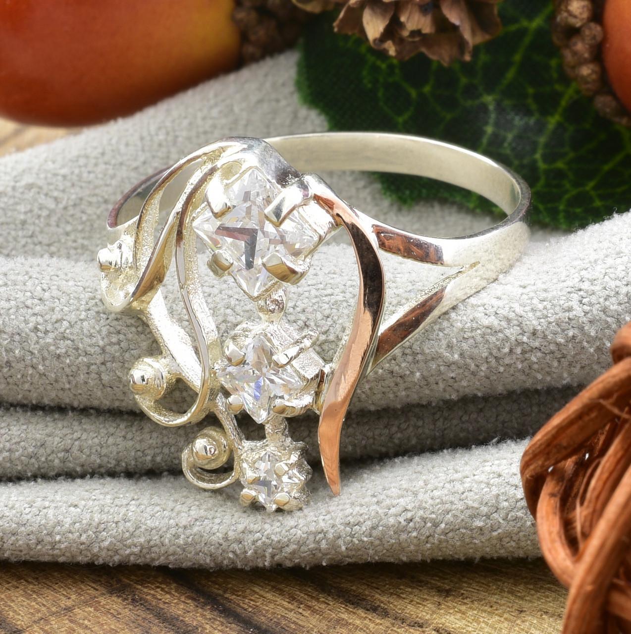 Серебряное кольцо с золотом Лира вставка белые фианиты вес 2.8 г размер 18