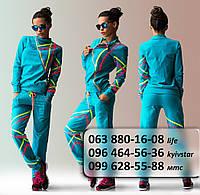 Женский спортивный костюм голубой с асиметричным рисунком