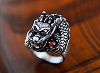 Мужское серебряное кольцо Дракон сердце 10,7 грамм 21,5 размер Гранат
