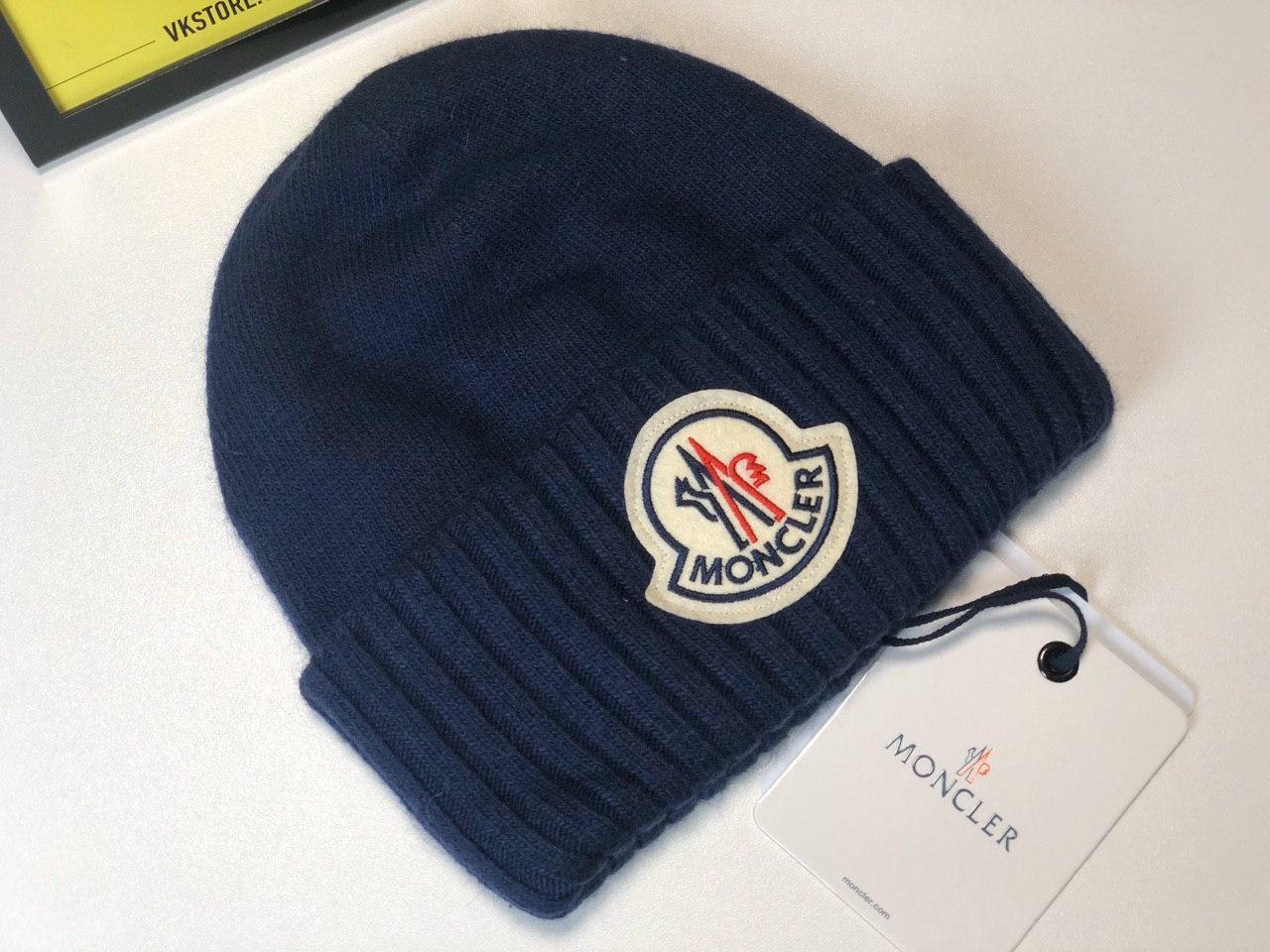 Синяя шапка Moncler