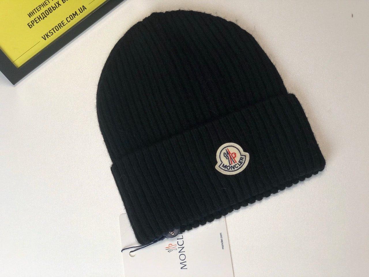 Черная шапка Moncler