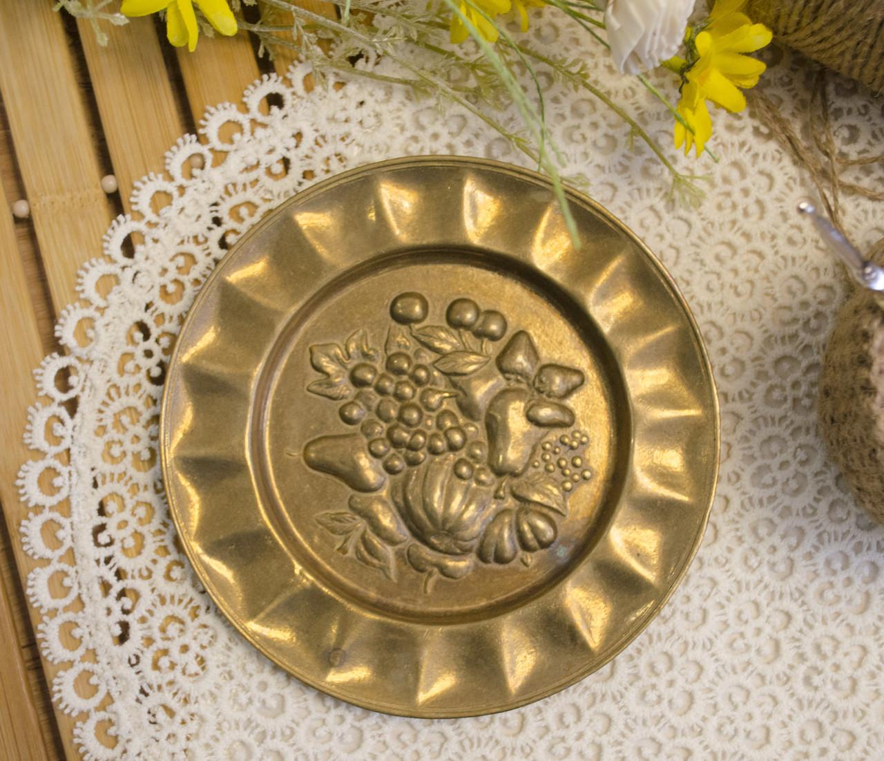 Винтажная настенная бронзовая тарелочка с фруктами, бронза, Германия, 14,5 см