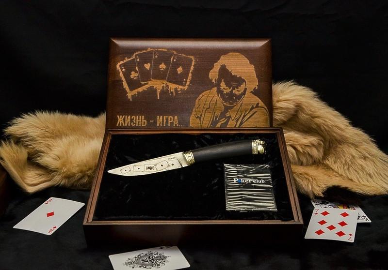 """Ножовий набір у подарунок чоловікові """"Joker"""" - комплект складається з ножа і карт в кейсі"""