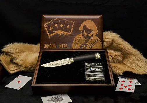 """Ножовий набір у подарунок чоловікові """"Joker"""" - комплект складається з ножа і карт в кейсі, фото 2"""