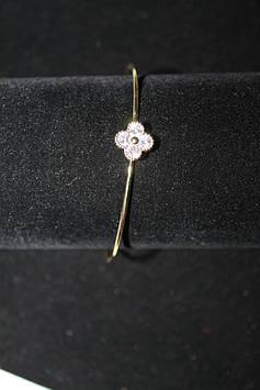 Стильный тонкий браслет золотистый с цветочком с камнями