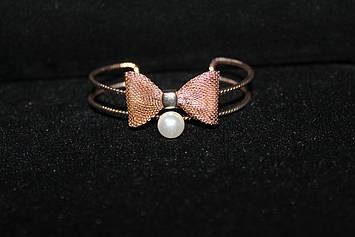 Красивый двойной браслет золотистый с бантиком и жемчужинкой