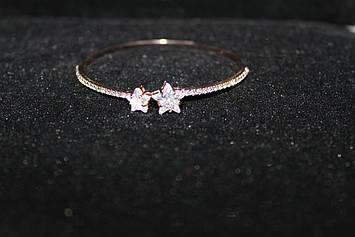 Оригинальный браслет золотистый украшен камнями в виде звездочек