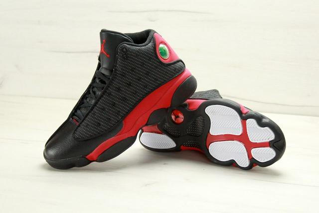 Баскетбольные кроссовки Air Jordan 13 Retro Black Red фото
