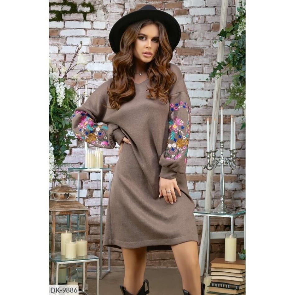 Молодіжна трикотажна сукня з вишивкою