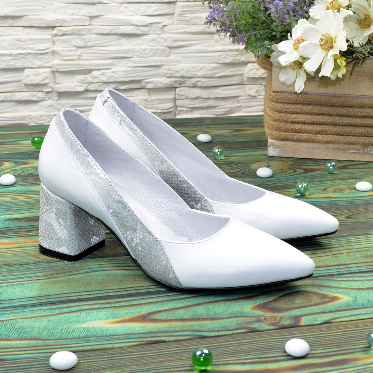 Туфли женские белые на устойчивом каблуке, натуральная кожа