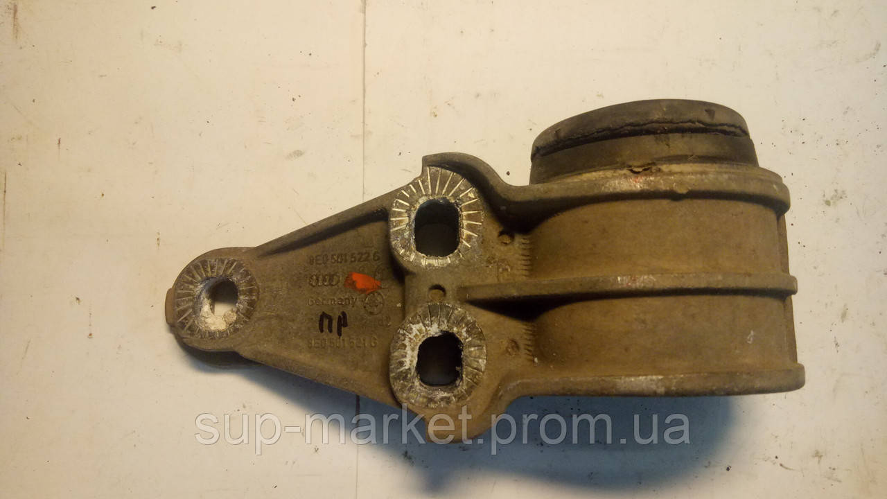 8E0501522G Кронштейн задней балки правый A6 C5 2.5TDI 1997-2004