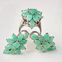 Комплект серебряных ювелирных украшений кольцо и серьги с изумрудами