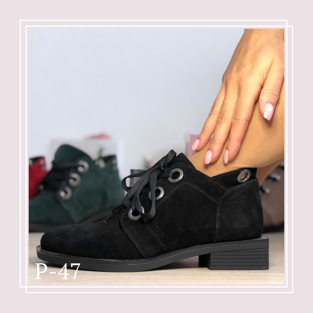 Женские демисезонные ботинки на плоской подошве и шнурках, черная замша