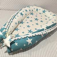 """Кокон гнездышко для новорожденных Сладкий Сон """"Звездочки"""" бирюзовый/белый  с помпонами"""