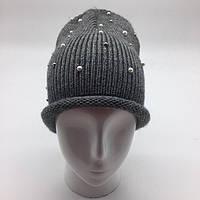 Женская шапка с жемчужинами