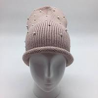 Женская шапка с жемчужинами пудра