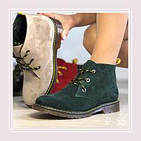 Женские демисезонные ботинки на плоской подошве и с цветными шнурками, зеленая замша, фото 1