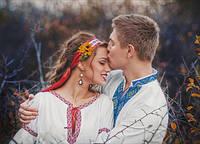 Традиційне українське весілля з вишиванками