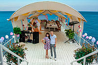 Арка + стол и красная дорожка для выездной церемонии бракосочетания В Алуште, Ялте и Симферополе