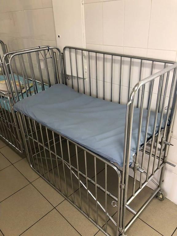 Изготовление непромокаемых матрасов для детских медицинских кроватей.