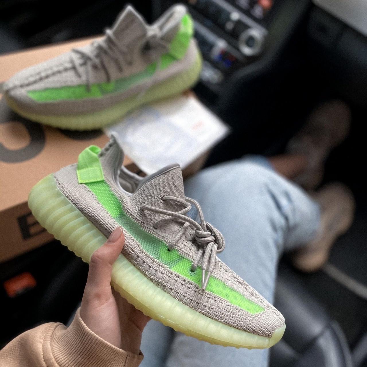 Женские кроссовки в стиле Adidas Yeezy Boost 350 V2 Grey/Green