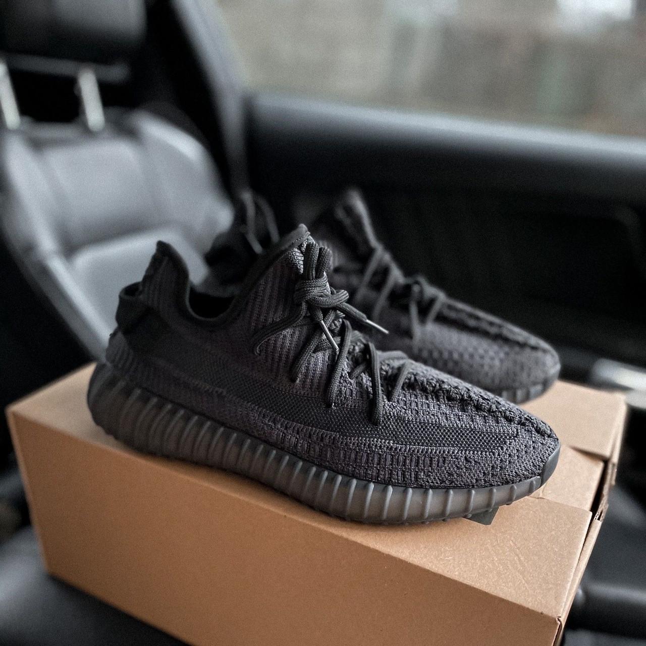 Женские кроссовки в стиле Adidas Yeezy Boost 350 V2 Black