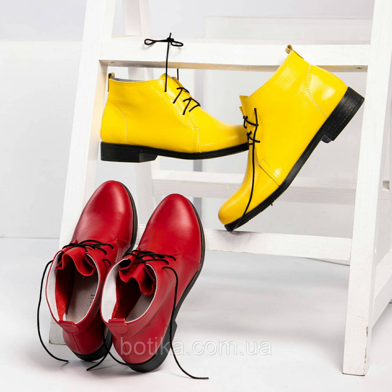 Стильные демисезонные женские ботинки на шунровке