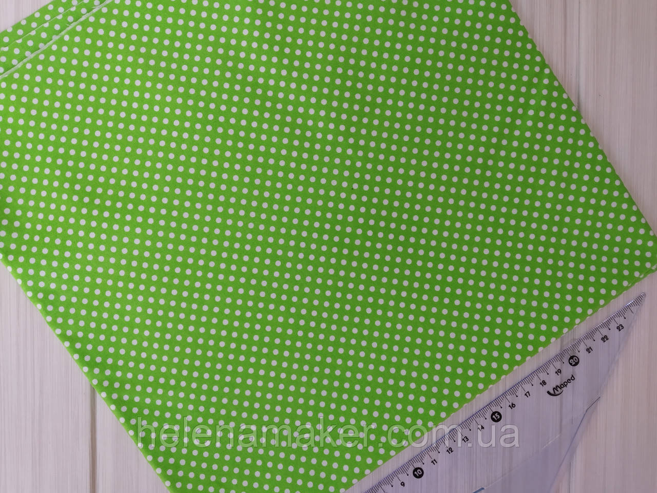 Отрез хлопка салатовый в густой белый горошек 3 мм. Размер отреза 50*50 см