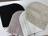 Женская шапочка из ангоры украшенная мелкими камнями белая и пудра, фото 3