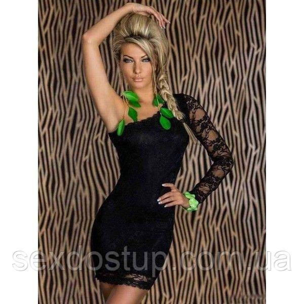 Черное кружевное платье с одним рукавом