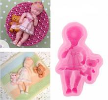 """Молд кондитерський силіконовий """"Дівчинка з іграшкою"""" - (висота 1,8 см, довжина 9 см, ширина 5см)"""