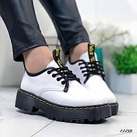 Женские туфли Dr.Mart белые