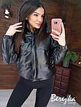 Демисезонная кожаная короткая куртка бомбер с капюшоном vN6769, фото 2