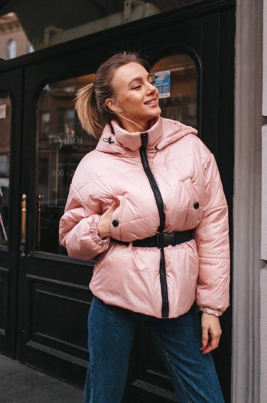 Короткая весенняя куртка из плащевки на весну с тканевым поясом vN6773