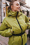 Короткая весенняя куртка из плащевки на весну с тканевым поясом vN6773, фото 2