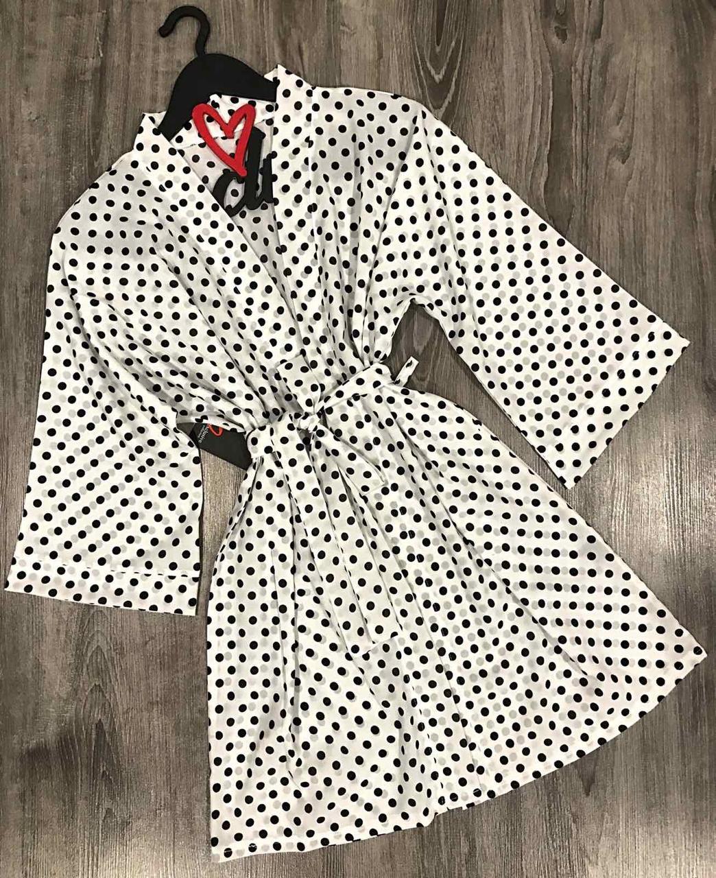 Оригинальный женский халат в горох из приятной, легкой ткани.