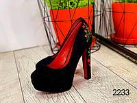 Красивые туфли с вышивкой. Весна
