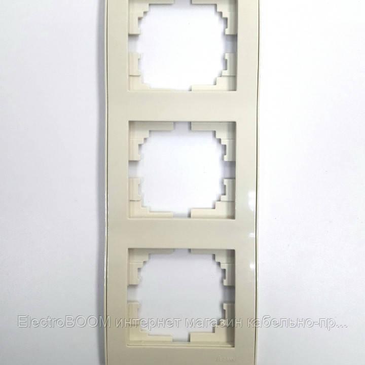 Рамка тройная вертикальная кремовая RAIN Lezard